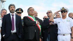 Polemica su Fico con le mani in tasca durante l'inno di Mameli per la commemorazione di