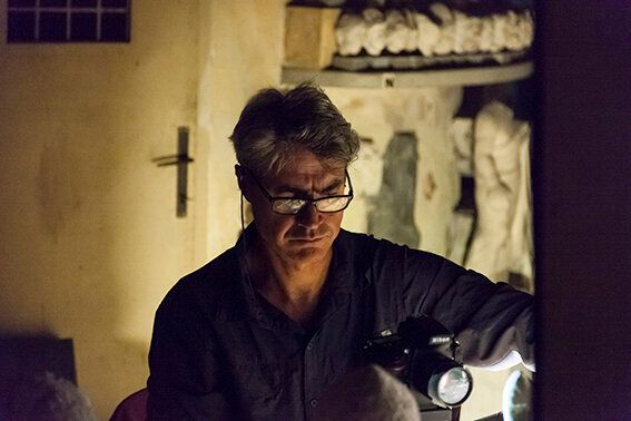 Antonio Biasiucci mentre lavora nel Magazzino delle Corazze Foto Alessandro Prinzivalle © Governatorato...