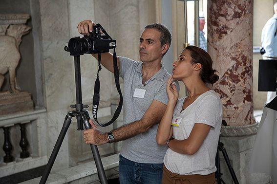 Francesco Jodice mentre lavora insieme all'assistente nella Galleria degli Animali Foto Alessandro Prinzivalle...