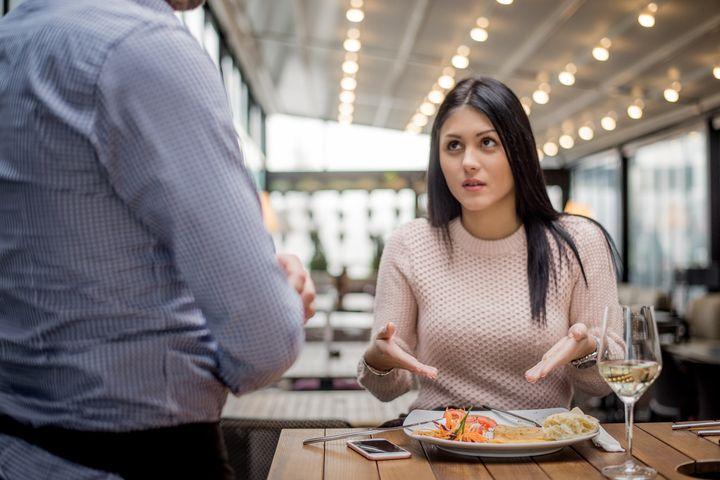 """Em caso de """"corpo estranho"""" na refeição, você não precisa pagar pelo que consumiu."""