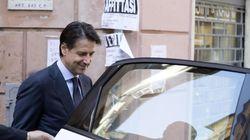 La scelta bizzarra di Conte: gira in taxi con un'auto di