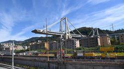 Protestano gli sfollati di Genova, congelati i contributi. Corsa a tre per il