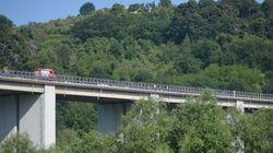 Si gettano da cavalcavia sull'A24, morti due gemelli di 55