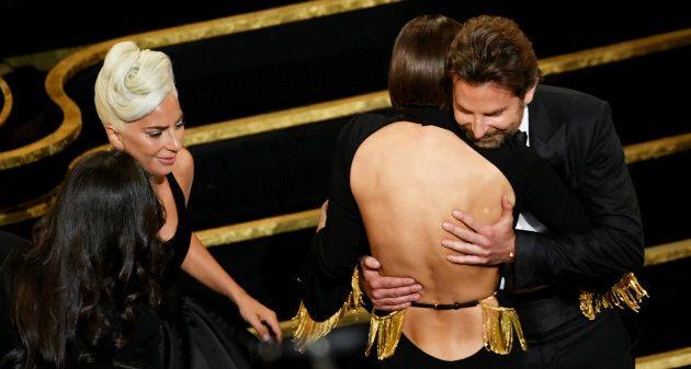 Agli utenti non sfugge l'intesa tra Bradley Cooper e Lady Gaga.