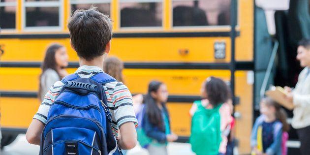 Fuga d'amore per un bimbo di 9 anni a Canavese: con lo scuolabus raggiunge la fidanzatina