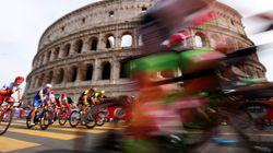 Le buche di Roma fermano il Giro
