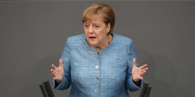 Angela Merkel aspetta un Governo stabile e non commenta Der Spiegel.