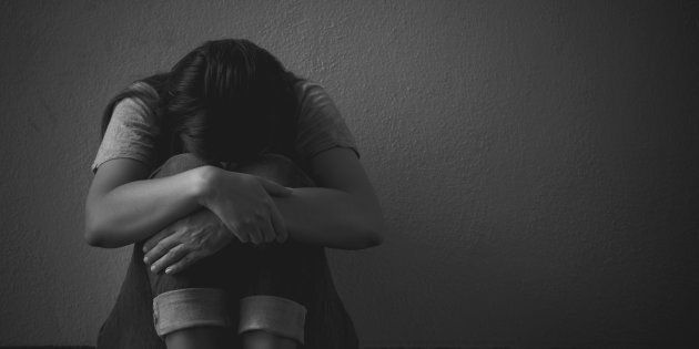 Tentano di violentarla dopo il suo compleanno, ragazza italiana accoltellata a