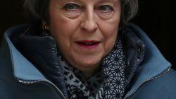 Theresa May apre al rinvio della Brexit:
