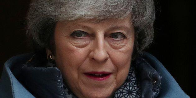 Brexit, Theresa May apre al rinvio: