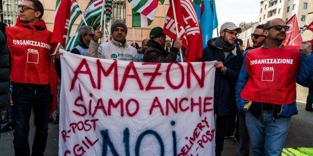 I driver di Amazon fermano le consegne e protestano a