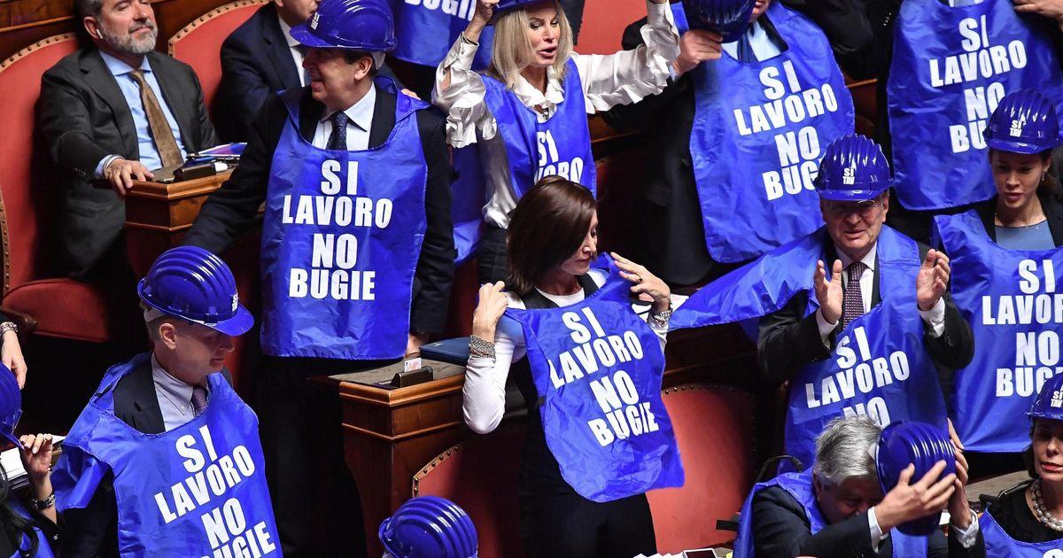 Ok Senato al Decretone, passa alla camera. In Aula Casellati fatica a contenere Taverna e Forza Italia