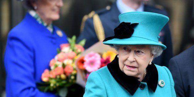 La regina Elisabetta cambierà camera da letto a Buckingham Palace (ma lei l'ha presa