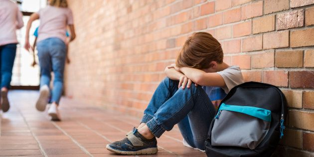 12enne si butta dalla finestra della scuola a Rimini dopo aver preso una nota: è fuori
