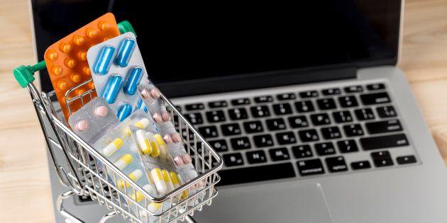 Farmaci: il rischio di promuoverli sui social