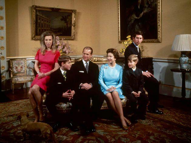 A família real no Palácio de Buckingham, em 1972. Da esquerda para a direita: princesa...