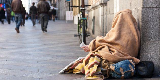 Donna senzatetto supplica il giudice in Aula,