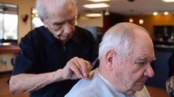 A New York tutti vogliono farsi tagliare i capelli da Anthony, un barbiere napoletano di 107