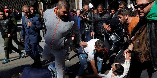 In Algeria una decina di feriti negli scontri tra manifestanti e