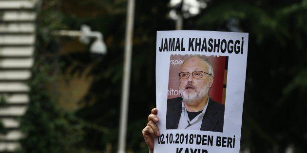 Nyt, Jamal Khashoggi fatto a pezzi con una sega, su ordine di Riad.