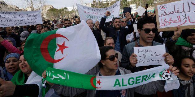 Algeria, Abdelaziz Bouteflika sfida la protesta e si ricandida a