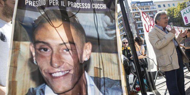 Giovanni Cucchi, padre di Stefano, durante il sit in organizzato all'esterno del tribunale di piazzale...