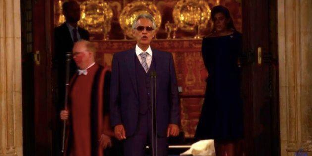 La performance di Andrea Bocelli alle nozze della principessa Eugenie vi farà