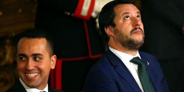 Di Maio e Salvini inventano l'ennesimo salvataggio pubblico di Alitalia, pagano pendolari e