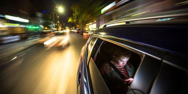 Autista di Uber stuprò una donna mentre l'accompagnava a casa: