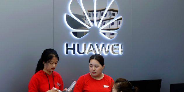 Huawei fa causa agli Usa per divieto di acquisto della sua tecnologia.