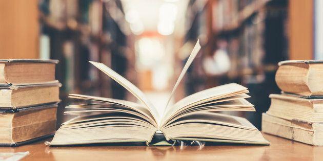 Un insegnante scozzese ha donato 8mila libri alla biblioteca di