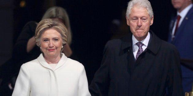 Hillary Clinton difende il marito.
