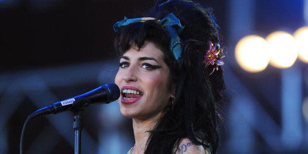 Amy Winehouse torna a cantare sul palco grazie alla
