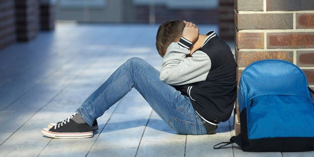 Insegnante di Prato indagata per violenza sessuale su studente 14enne. Sarebbe anche rimasta