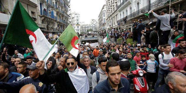 La 'primavera algerina' si allarga. E ora mira al cuore del