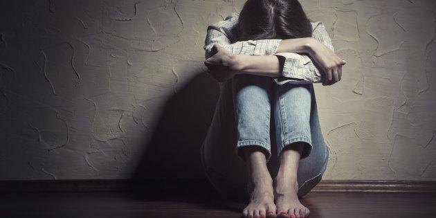 Abusava di aspiranti attrici, anche minorenni, organizzando finti provini: arrestato
