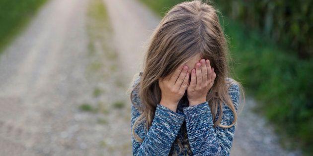 Mamma vendeva la figlia di 13 anni a 30 euro per fare sesso con gli anziani: 6 arresti