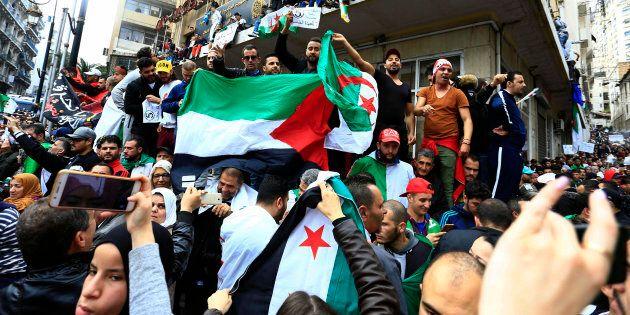 Algeria, l'ultima mossa di Bouteflika non convince la piazza: