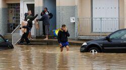 Automobile sommersa nel sottopasso allagato: uomo si tuffa e salva donna a Francavilla al