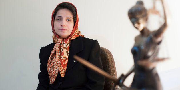 Fotografía del 1 de noviembre de 2008 de la defensora de derechos humanos Nasrin Sotoudeh, posando en...