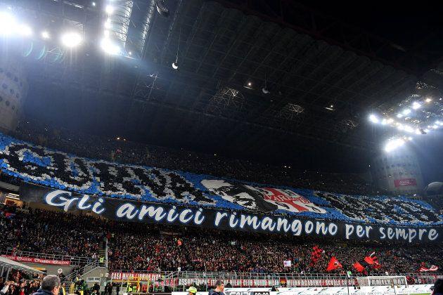 La curva dell'Inter ricorda il tifoso morto. Ed evoca il motto
