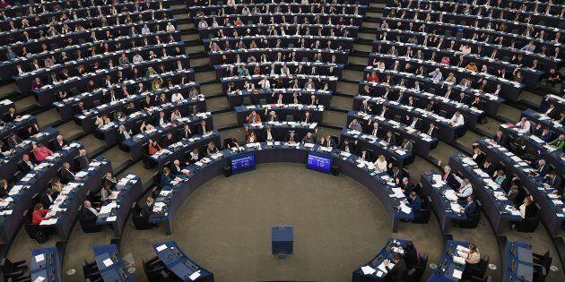 L'Ue critica l'Ue: la bocciatura italiana non passa sotto silenzio a Strasburgo, in plenaria sotto accusa...