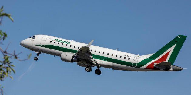 Easyjet si ritira, Delta vuole entrare solo col 10%, Fs non vuole andare oltre il 30. La partita Alitalia...