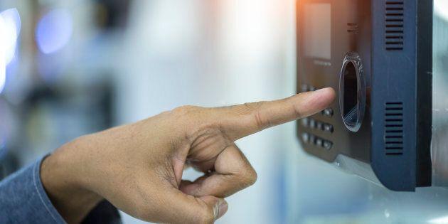 Via libera del Cdm al decreto Concretezza: lotta ai furbetti con il controllo delle impronte