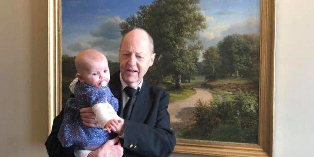 Danimarca, una deputata porta la figlia di 5 mesi in aula e presidente la caccia perchè costituiva