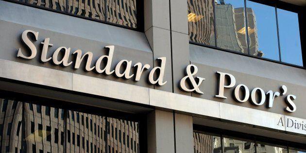 Standard & Poor's conferma il rating dell'Italia a BBB ma l'outlook diventa