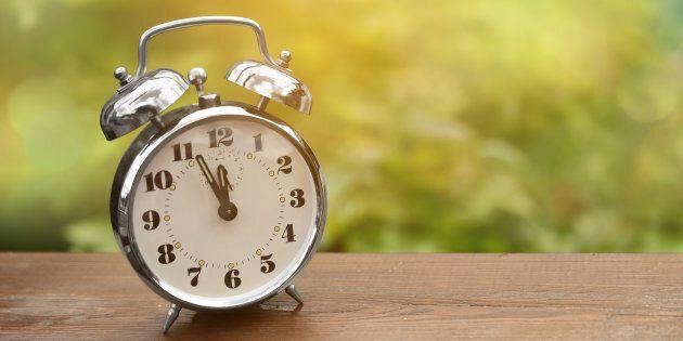 Torna l'ora solare: lancette indietro di un'ora nella notte tra sabato e