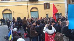 Migranti, Mediterranea protesta davanti a Montecitorio: