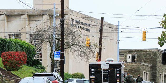 Suprematismo fuori controllo: a Pittsburgh un uomo entra in sinagoga e uccide 10 persone, ha urlato:...