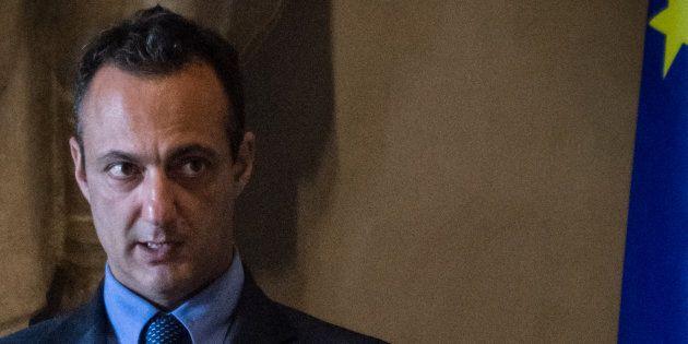 Sondaggio Agorà: per il 61% degli italiani il mito dell'onestà dei 5 stelle finisce con l'arresto di...